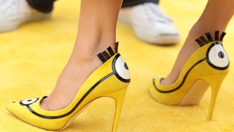 Żółto-czarne szpilki zaprojektował Rupert Sanderson. Będzie je można nabyć na licytacji, z której pieniądze zostaną przeznaczone na cele charytatywne, bądź nabyć w sklepie Selfridges. Cena? 3 tysiące złotych.