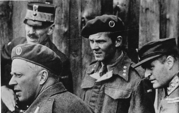 Leif Tronstad (dole levo)