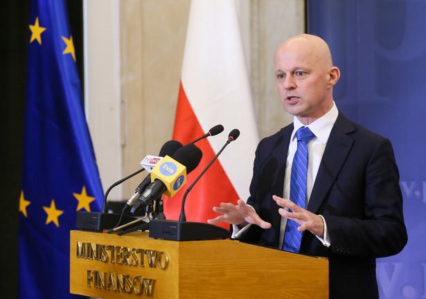 Minister finansów Paweł Szałamacha podczas konferencji prasowej w siedzibie MF