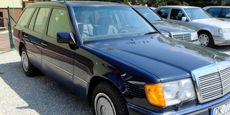 Mercedes W124 T: lakier paskudny, ale wnętrze – igła