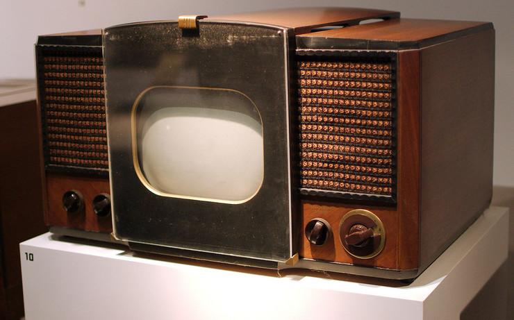 prvi televizor RCA_630-TS_Television foto Wikipedia