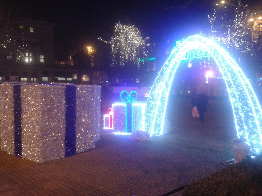 Iluminacja świąteczna na placu Wolności
