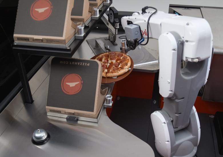 Toyota Tundra Pie Pro - upieczona pizza jest automatycznie krojona i pakowana