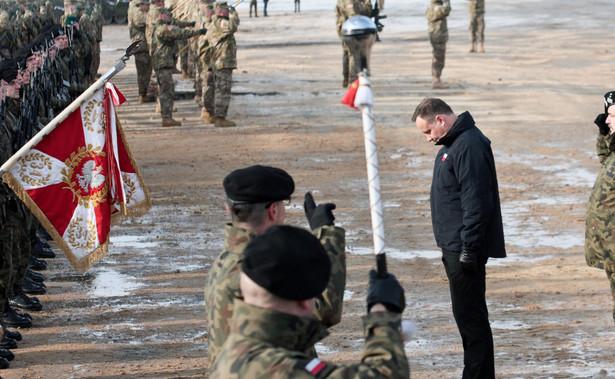 Obecność amerykańskiego wojska w Polsce poszerza przestrzeń sojuszniczego bezpieczeństwa - powiedział prezydent Andrzej Duda witając w poniedziałek w Żaganiu żołnierzy amerykańskiej brygady pancernej