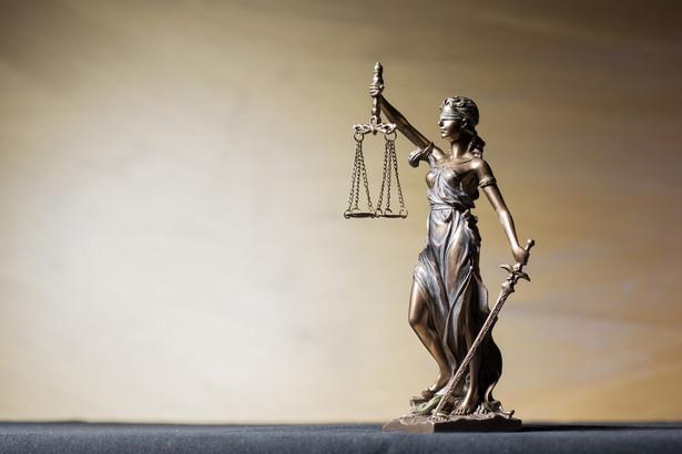 10 maja trzech sędziów Sądu Najwyższego zbada kasacje złożone w tej sprawie przez mazowiecki wydział zamiejscowy Prokuratury Krajowej ds. przestępczości i korupcji oraz przez obronę L. - poinformował w środę PAP Krzysztof Michałowski z zespołu prasowego SN.