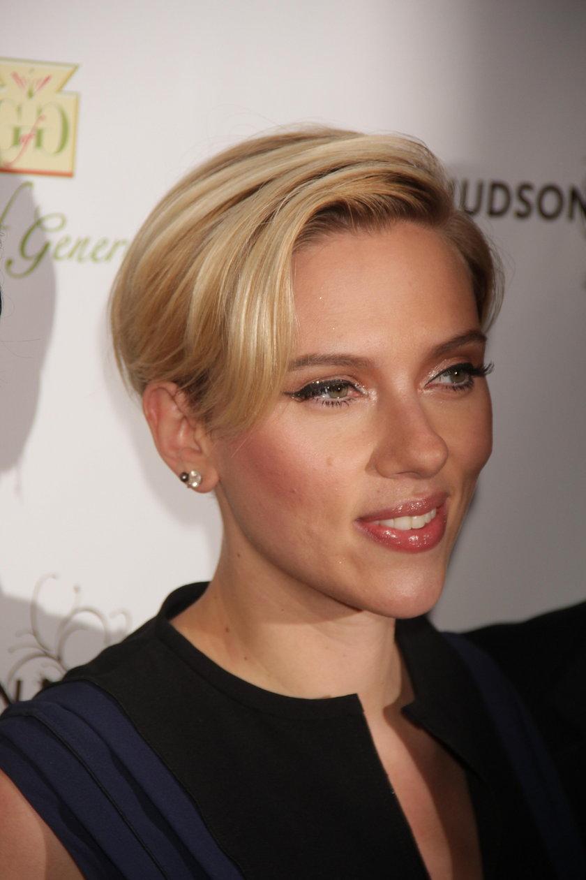 Scarlett Johansson na gali fundacji charytatywnej