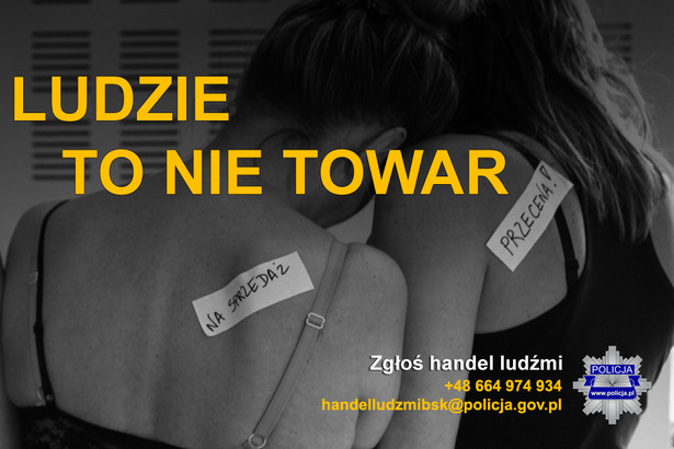 Na poziomie krajowym polska Policja w walce z handlem ludźmi współpracuje z organizacjami pozarządowymi, społecznymi i instytucjami użyteczności publicznej
