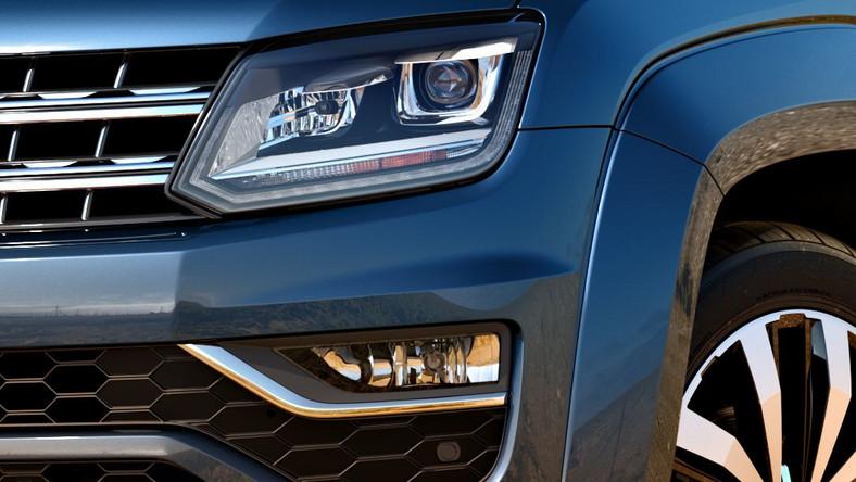 Volkswagen odsłonił nowe wcielenie modelu amarok. Niemiecki pikap ma być teraz bardziej… premium. Masywny przód nadwozia i zmieniona tablica rozdzielcza to znaki rozpoznawcze twardziela w nowym wcieleniu. W ocenie projektantów dzięki tym zmianom samochód wydaje się bardziej elegancki…
