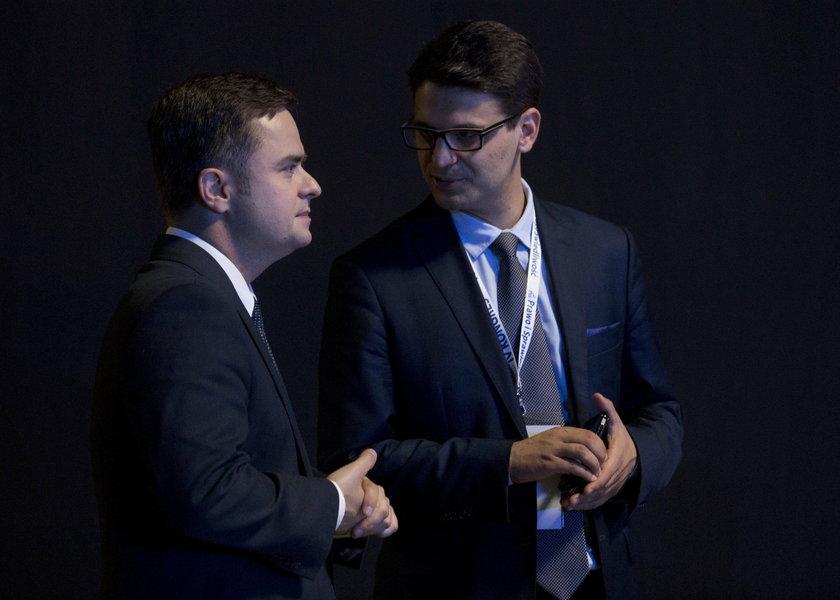 W krótkich majtkach i klapkach w Radzie Europy