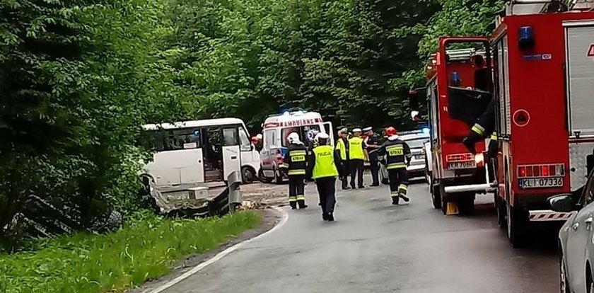 Bus zderzył się z ciężarówką. Jest wielu rannych