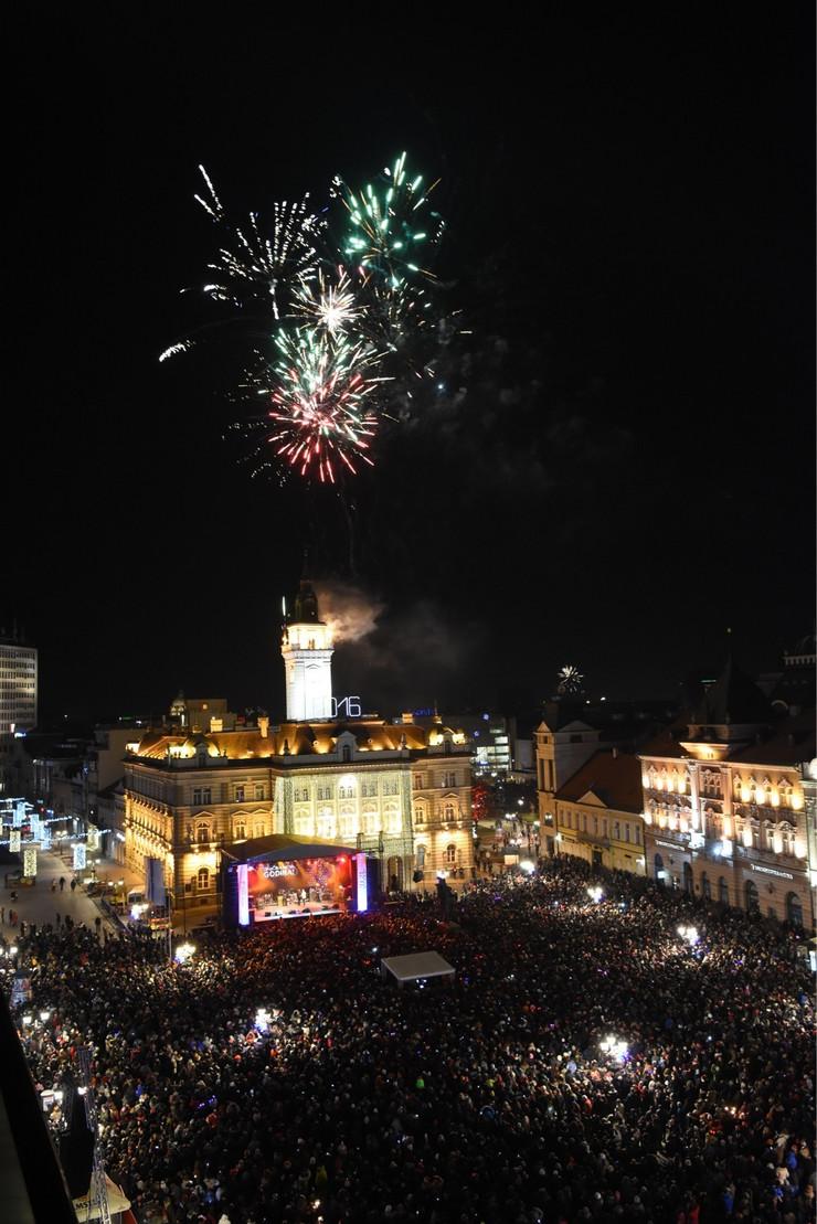 Novi Sad13555 Docek Nove godine na trgu slobode foto Nenad Mihajlovic_preview