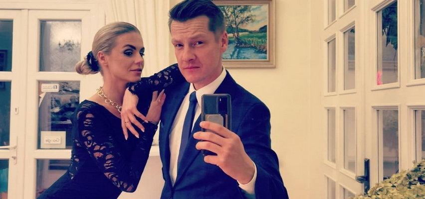 """Marcin Mroczek wybrał się z żoną na wesele. Internauci są zachwyceni ukochaną aktora. """"Kto tu skradł show""""?"""