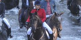 Wjechała koniem na imprezę
