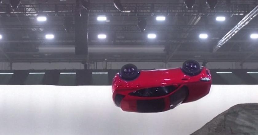 5G za kierownicą Jaguara. Kaskader ustanawia nowy rekord