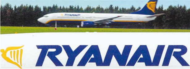 Ryanair zapowiedział, że odda pieniądze jedynie za bilety. Dopiero potem zmienił zdanie Fot. Reuters/Forum