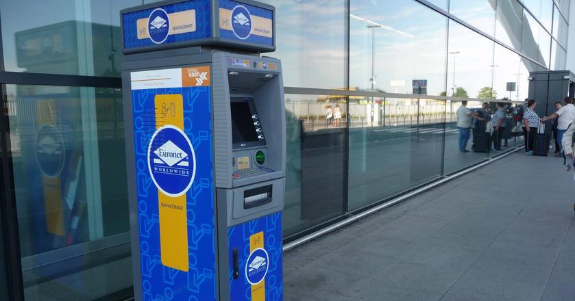 Klienci banków będą mogli wypłacić w bankomatach Euronet jednorazowo maksymlanie 1000 zł.