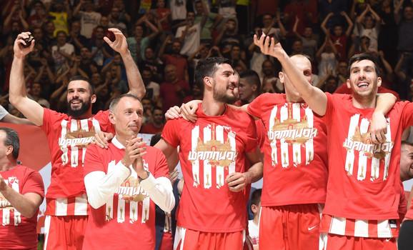 Trener Milan Tomić, u pozadini Branko Lazić, Marko Kešelj, Dejan Davidovac, Ognjen Dobrić