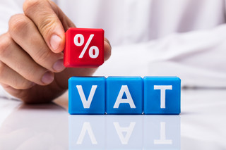 Powrót stawek VAT 22 proc. i 7 proc. odroczony. Sejm uchwalił ustawę