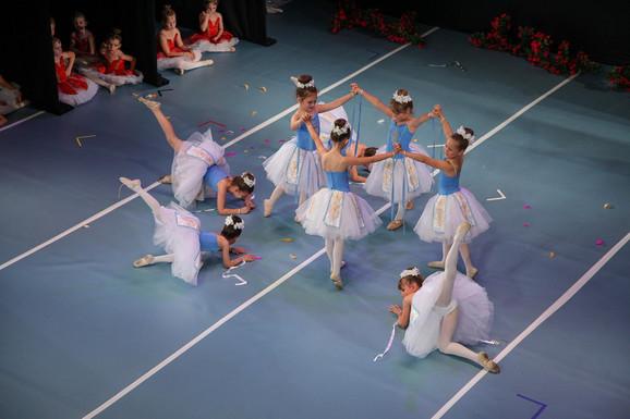 Male balerine priredile veče za pamćenje