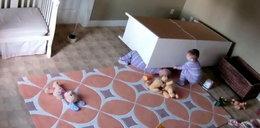 2-latek ratuje przygniecionego braciszka. FILM
