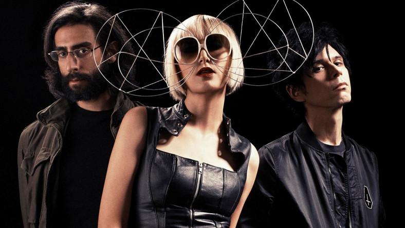 """YYY's mają na swoim koncie 3 płyty (""""Fever To Tell"""", """"Show Your Bones"""" oraz """"It's Blitz!""""). Każda z nich otrzymała nominację do nagrody Grammy w kategorii najlepszego albumu alternatywnego. Debiutancki krążek """"Fever to Tell"""" został przez """"Rolling Stone"""", """"Pitchfork Media"""" i """"NME"""" okrzyknięty albumem dekady"""