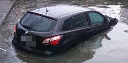 Nissan wjechał do jeziora. Jak do tego doszło?