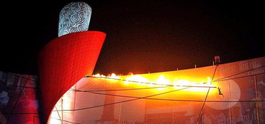 Olimpijski znicz zapalano na różne spektakularne sposoby. Ale to, co zrobili Chińczycy, do dziś wprawia w osłupienie