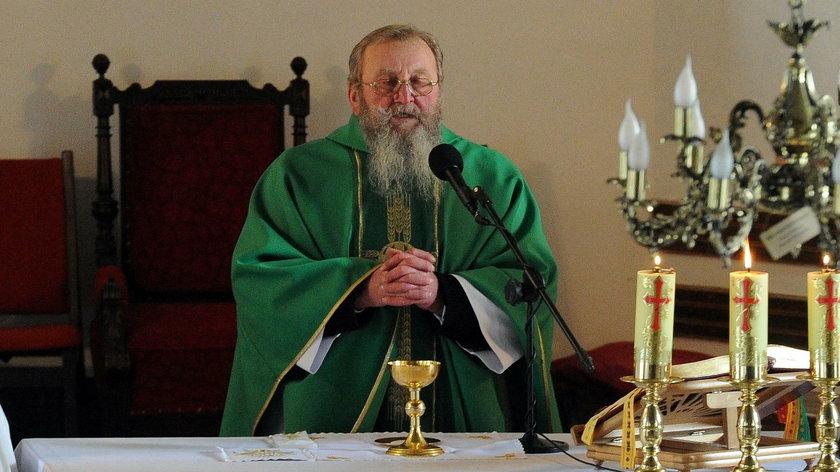 Ksiądz Bogumił Wiśniewski (68 l.) opowiada o grzechach parafian na niedzielnej mszy
