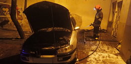 Auto spłonęło w Śródmieściu
