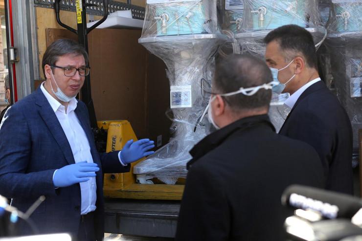 Vučić uručio respiratore bolnici u Novom Pazaru