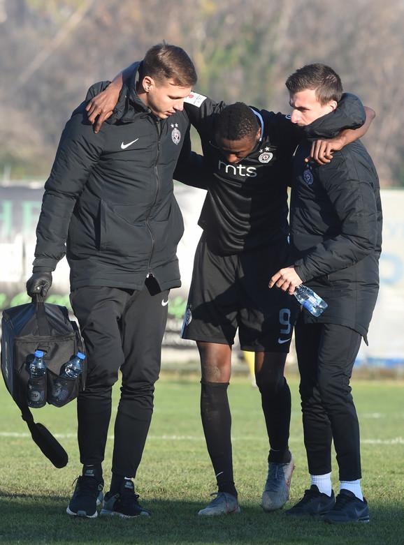 Umar Sadik u nokdaunu na utakmici Rad - Partizan