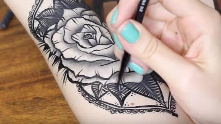 Jak Samodzielnie Zrobić Tatuaż Przy Pomocy Kosmetyków