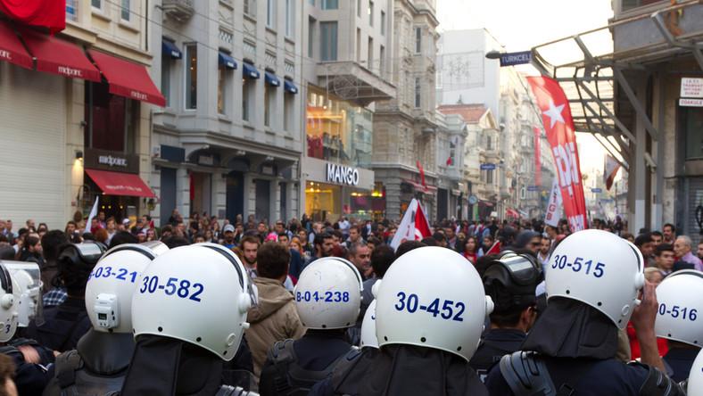 Policja na placu Taksim w Stambule