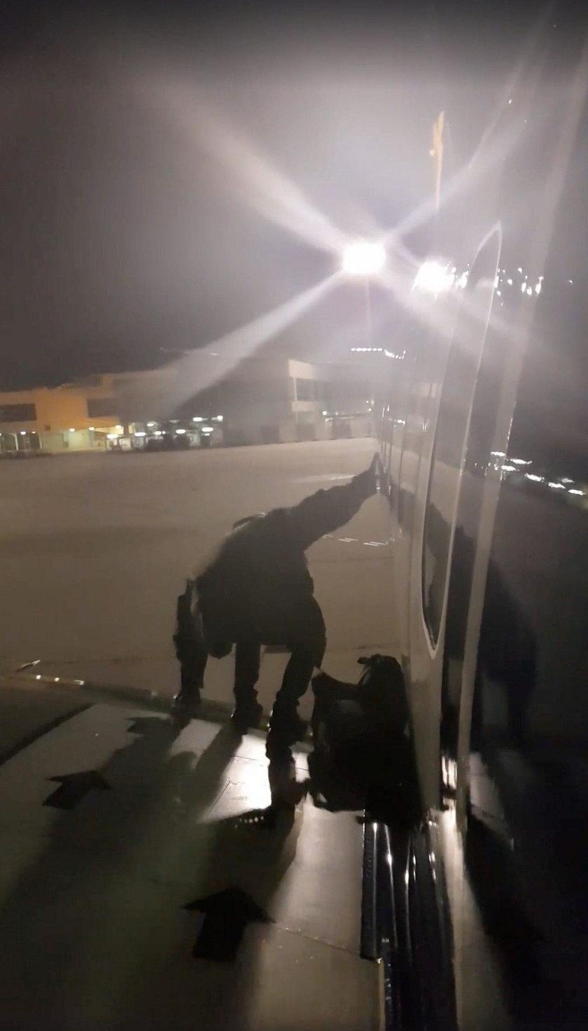 Polak opuścił samolot skrzydłem. Grozi mu ogromna grzywna, ale może jej uniknąć