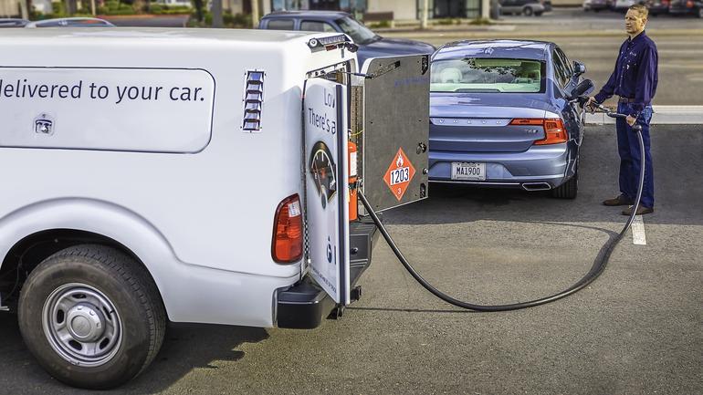 Volvo - Concierge z usługa zamówienia tankowania samochodu