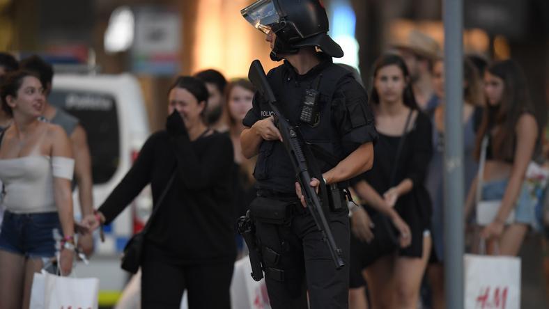 Hiszpania: Furgonetka wjechała w tłum ludzi w Barcelonie. Strzelanina w Cambrils