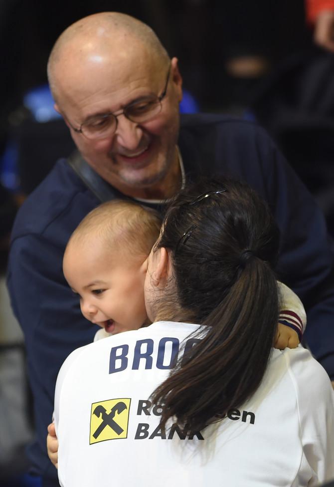 Jelnea sa sinčićem nakon utakmice