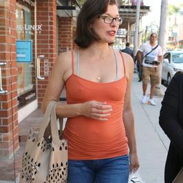 Milla Jovovich ma coraz większy brzuszek!
