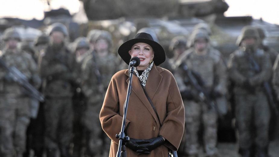 Poligon w Drawsku Pomorskim. Georgette Mosbacher na spotkaniu z żołnierzami USA