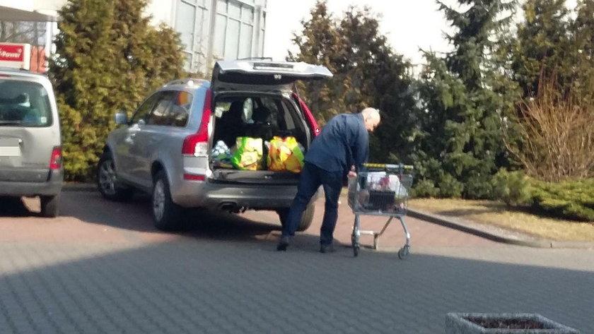 Brudziński na niedzielnych zakupach