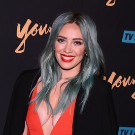 """Odmieniona Hilary Duff na premierze serialu """"Younger"""""""