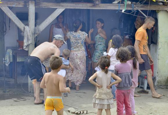 Najviše stradaju devojčice iz romske populacije