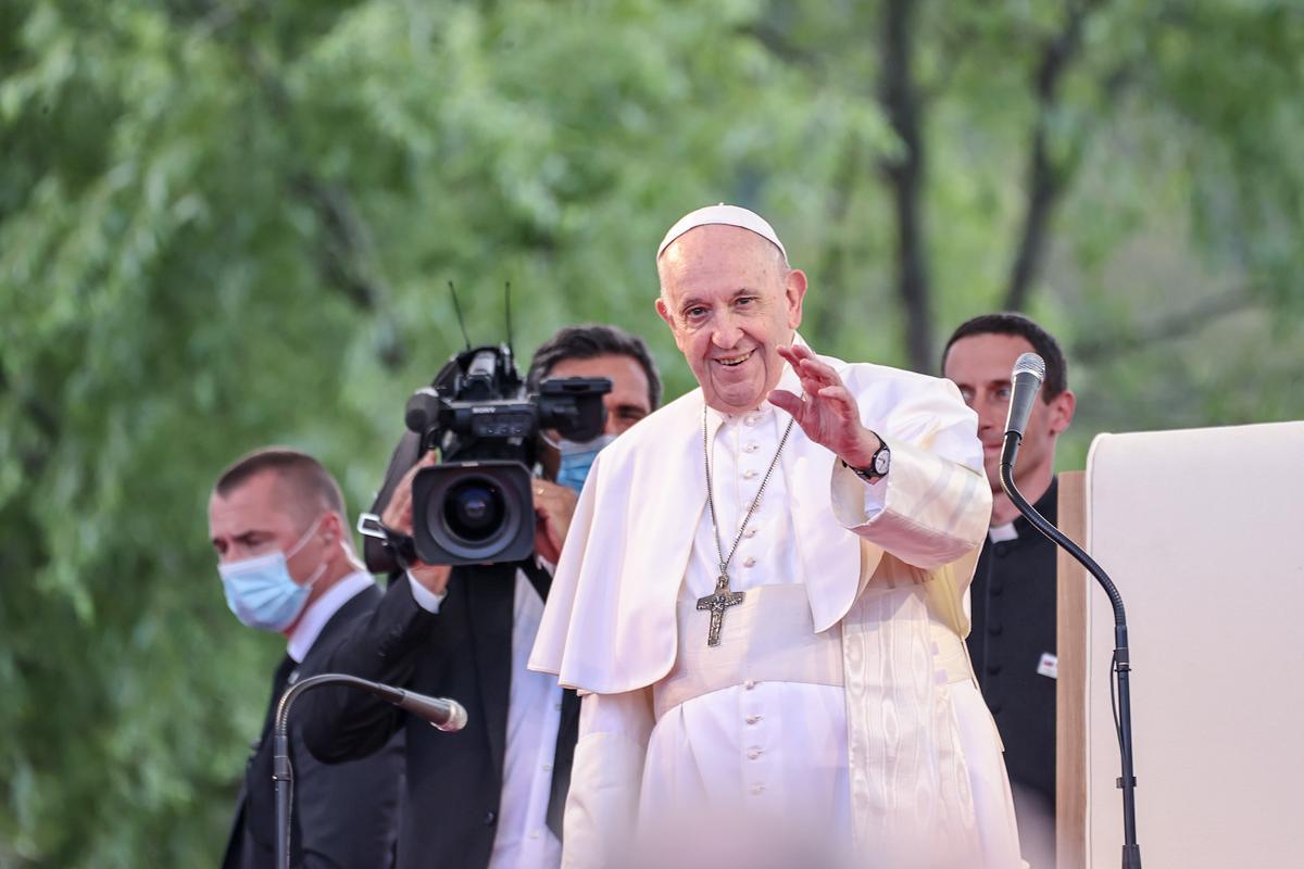 Ferenc pápa megérkezett a kassai nyomornegyedbe - nézzen fotókat és videókat a helyszínről