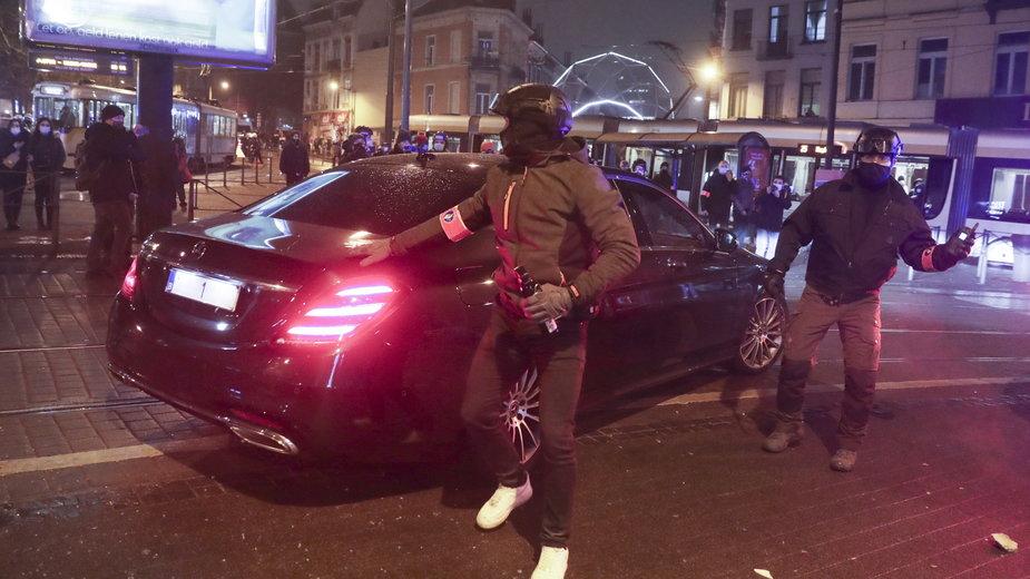 Belgia: demonstranci zaatakowali samochód króla