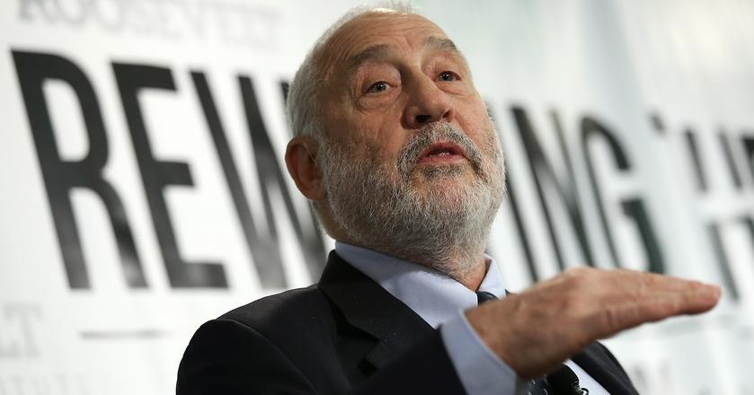Joseph Stiglitz otrzymał Nagrodę Nobla w 2001 r. za analizę rynków charakteryzujących się asymetrią informacji