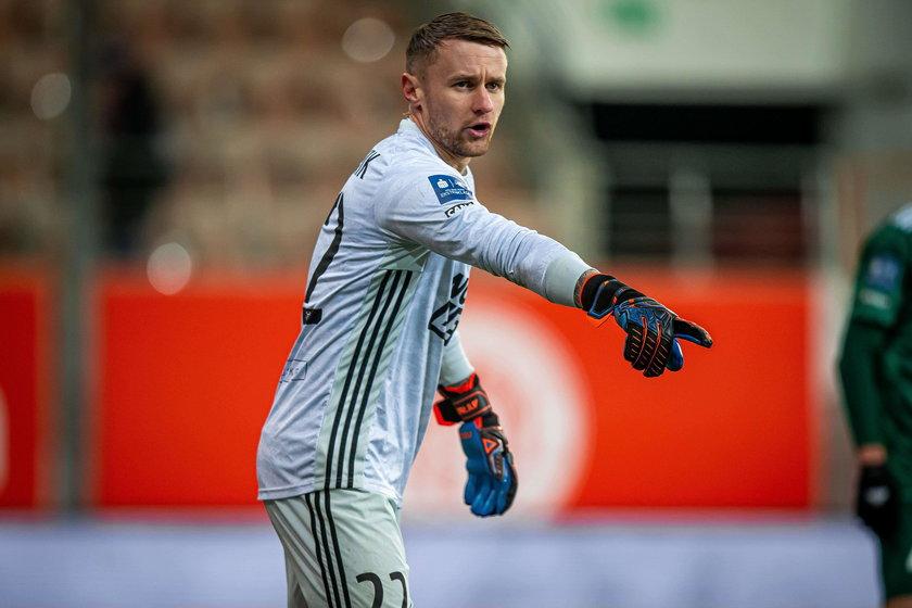 Bramkarz Michał Szromnik (27 l.) w wieku 27 lat zadebiutował w ekstraklasie i wszyscy są nim zachwyceni.