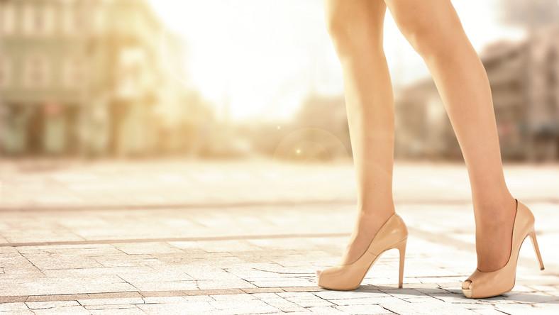 Buty Na Lato Ktore Optycznie Wydluza I Wyszczupla Nogi Moda