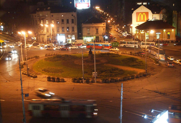 Prema rečima predsednika Srbije, Slavija je idealna jer se u blizini nalazi...