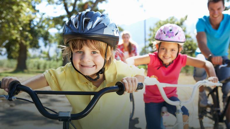 Jazda  na rowerze obowiązkowo w kasku