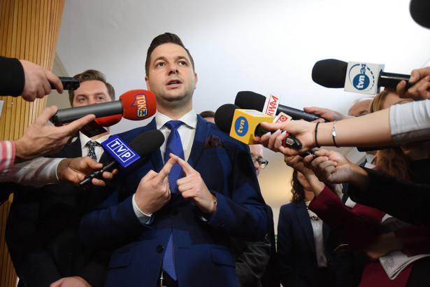 Jaki zaproponował w środę prezydent Hannie Gronkiewicz-Waltz, że wzywając ją na rozprawy komisji zmieni jej status ze strony na świadka.